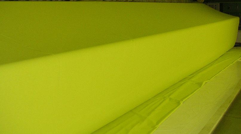 1.240 cm breiter Baumwollnessel in Sonderfarbe