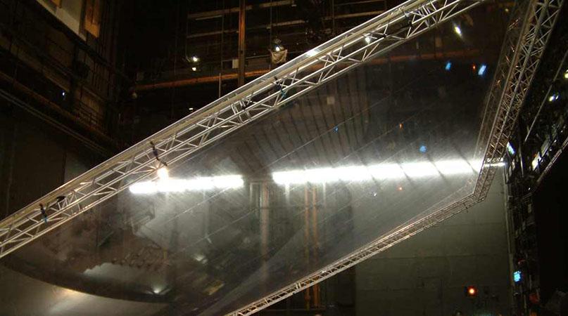 Prospekt aus Glasklarfolie, auf der Bühne